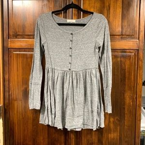 Altar'd State gray long sleeve blouse sz small
